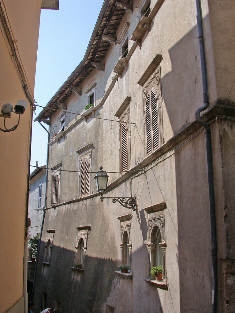 800px-ItalyFaraSabinaPalazzoOrsini