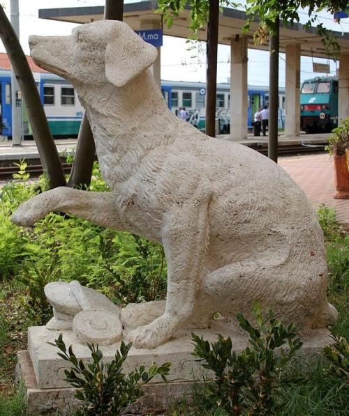 1280px-Campiglia_Marittima_Lampo_statue_001_2012-09-01[1]
