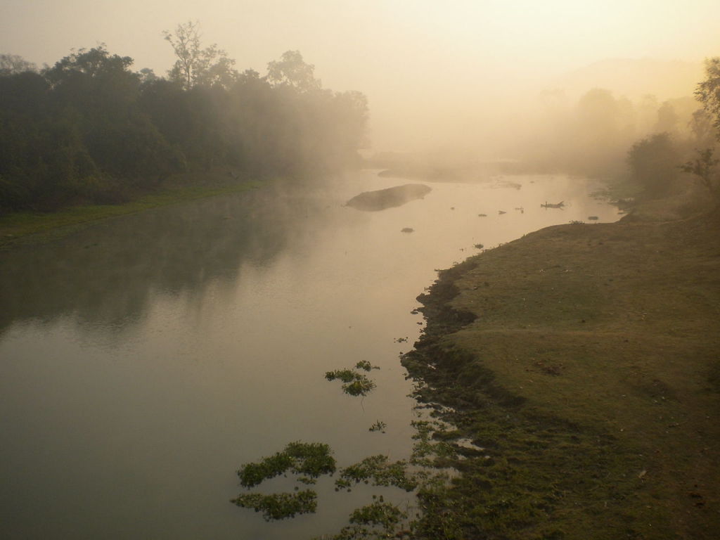 1280px-Sunrise_at_Kaziranga